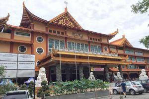 4 Destinasi wisata religi di Medan ini bernilai sejarah & mendunia