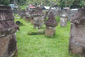 Makam unik ini dibuat sendiri oleh orang yang akan menempatinya