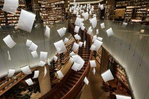 Bak kertas mengambang, lampu gantung di toko buku Cina ini keren abis