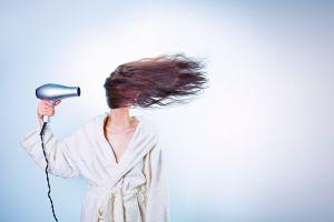 3 Dampak buruk ini bisa timbul jika tidur dengan kondisi rambut basah