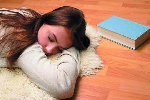 4 Bahaya yang mengintai jika terlalu sering tidur di lantai