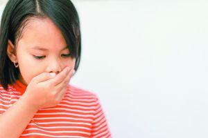 4 Cara tepat untuk mengatasi keracunan makanan pada anak