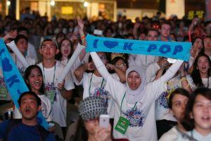 Siapa bilang K-Popers lupa pada Indonesia?