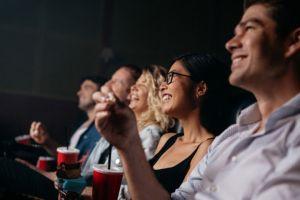11 Kesalahan lucu yang tak disengaja dalam film, seru buat diamati