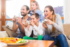 6 Game ini juga ideal dimainkan ramai-ramai bersama keluarga
