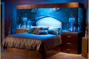 9 Desain akuarium di dalam rumah ini anti mainstream, estetik banget