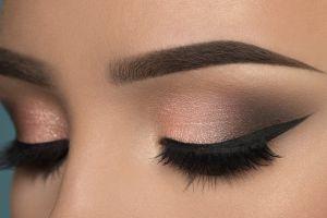5 Barang ini bisa jadi remover maskara dan eyeliner waterproof lho