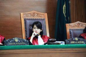 6 Fakta Leanna Leonardo, si 'hakim' cantik yang tengah viral
