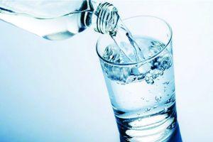 Ini 5 dampak buruk akibat minum air putih berlebihan