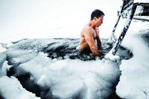 Ini 4 manfaat berendam air es yang jarang diketahui