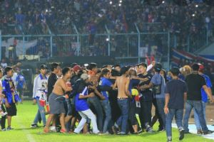 Majukan sepak bola Indonesia, yuk dukung klub kesayangan dengan bijak