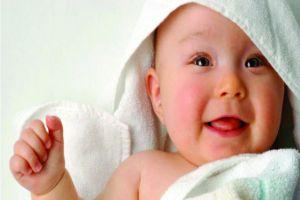 4 Cara memutihkan kulit bayi secara aman dan alami