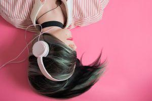 3 Tips aman memakai earphone dan headset agar telinga tetap sehat