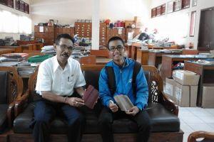 Inovasi siswa Bali: Ubah sampah canang menjadi genteng