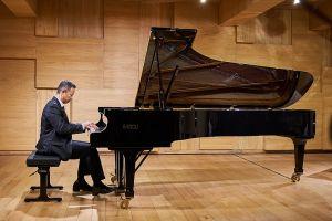 Menghidupkan kembali tiga sonata terakhir karya Beethoven