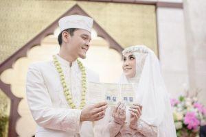 7 Gaun pernikahan muslim syar'i ini bisa jadi referensi