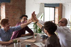 3 Hal yang perlu kamu perhatikan saat berbicara dengan orang lain