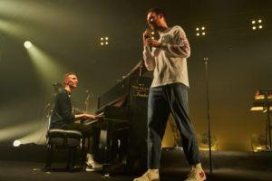 Ini piano unik yang dimainkan Honne bersama Gempi pada konser Jakarta
