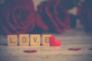 10 Tanda dia suka kamu secara diam-diam, yuk peka dikit
