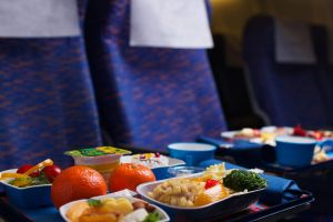 21 Potret menu makanan di pesawat dari berbagai maskapai dunia