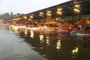 Mengunjungi Floating Market, tempat wisata populer di Lembang, Bandung