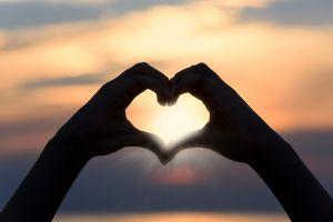 3 Faktor ini membuat cinta pertama sulit terlupa