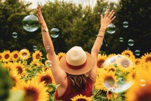 Filosofi stoicisme bagi milenial agar hidup bahagia dan simpel