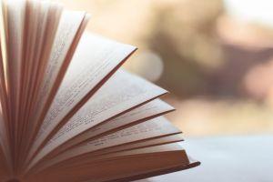 5 Langkah memilih buku yang cocok saat di rumah aja