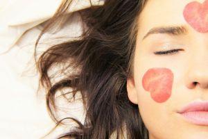 8 Cara melakukan facial di rumah, simpel dan low budget