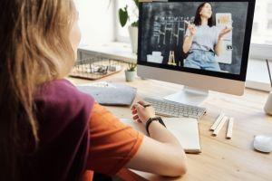 3 Tips agar tak melewatkan kelas online saat sedang belajar dari rumah