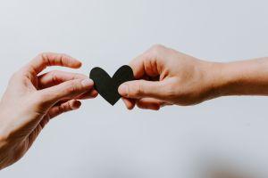 5 Tips menjaga hubungan jarak jauh dengan pasangan tetap harmonis