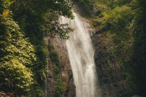 Curug Cikaracak: Air terjun di kaki Gunung Gede yang menguji adrenalin