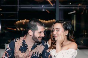 5 Gaya pacaran artis ini kerap jadi sorotan, kelewat mesra