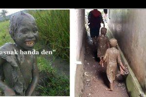 12 Momen bocah tercebur sampai berlumuran lumpur ini bikin tepuk jidat