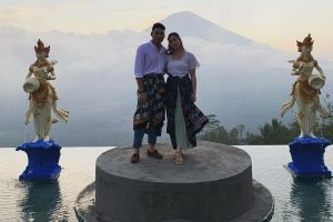 7 Potret romantis Chelsea Islan dan Rob Clinton, makin mesra