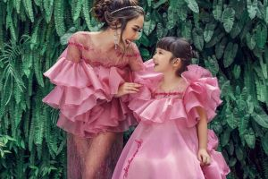 5 Photoshoot kembaran ala Gisella Anastasia dan Gempi, tampil cantik