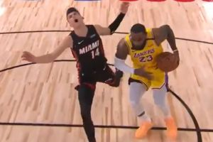 Rookie Miami Heat, Tyler Herro diseruduk LeBron James