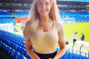 6 Pesona Emma Jones, presenter cantik Leeds United TV