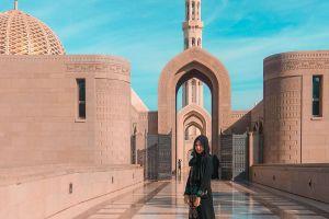 8 Potret Sultan Qaboos Grand Mosque, masjid mewah di Timur Tengah