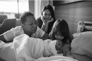 6 Potret kebahagiaan keluarga Ringgo Agus bersama putra keduanya
