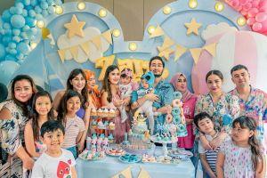 6 Momen ulang tahun pertama bayi kembar Syahnaz, meriah banget