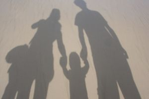 Ripple effect dalam toxic parenting, ini dampak dan cara mengatasinya