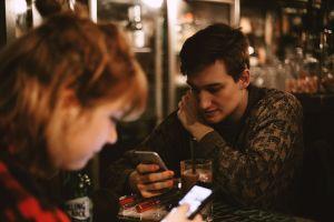 4 Dampak kecanduan ponsel terhadap interaksi sosial dan cara mengatasi