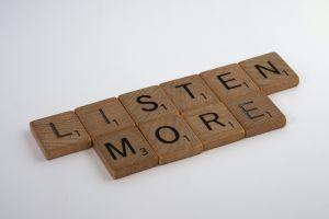 4 Bentuk mendengarkan efektif yang harus kamu ketahui