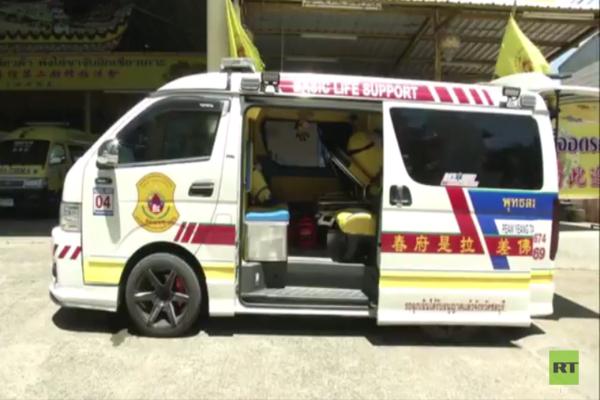 Ambulans ini unik banget, di dalamnya penuh minions lho
