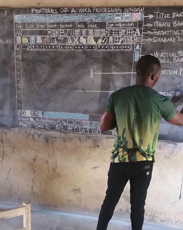 Bermodal kapur & papan tulis, guru ini kenalkan komputer ke siswanya