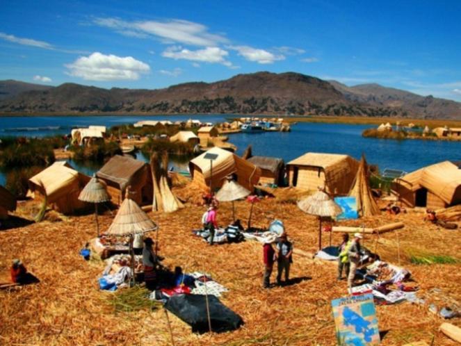 Mengintip Desa Terapung Danau Titicaca yang menakjubkan