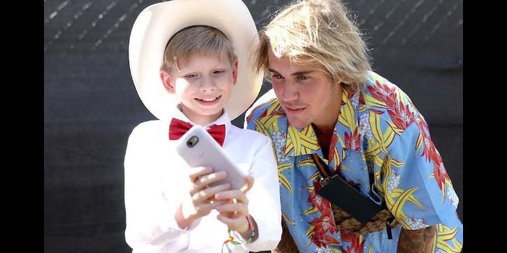 Mengenal Mason Ramsey, bocah bertopi koboi yang penuh keberuntungan