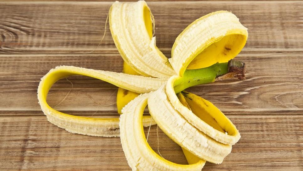Kulit pisang punya banyak manfaat lho, jangan langsung dibuang ya