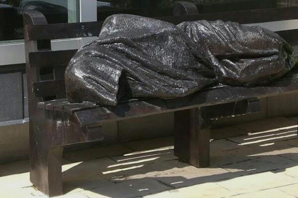9 Patung Yesus ini punya bentuk tak biasa, ada yang lagi tiduran!